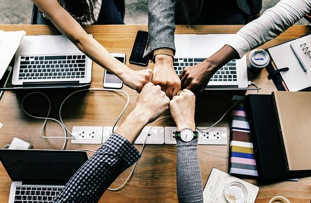 בעל עסק והעובדים שלך עובדים קשה עבורך – הנה 10 דרכים איך לגרום לעובדים שלך להתלהב ממך ומהעסק