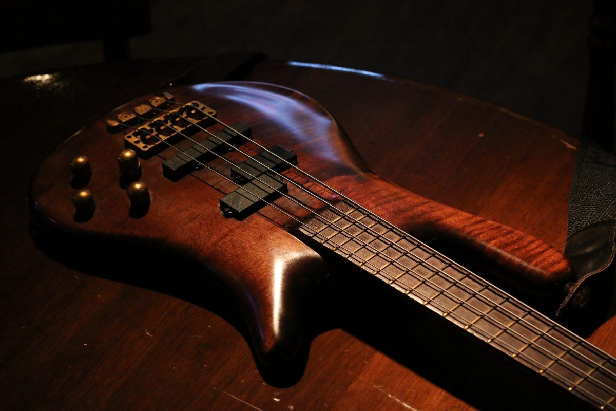 ללמוד על גיטרה בס – למי זה מתאים?